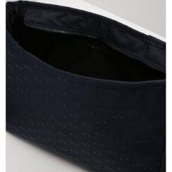 Armani Exchange Torba na ramię blau. Czarne torby na ramię męskie marki Armani Exchange, l, z materiału, z kapturem. W wyprzedaży za 335,20 zł.