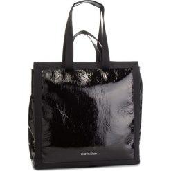 Torebka CALVIN KLEIN - Outline Market Shopper K60K604813 001. Czarne shopper bag damskie marki Calvin Klein, z materiału, na ramię. Za 699,00 zł.