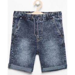 Bermudy męskie: Jeansowe krótkie spodenki - Niebieski