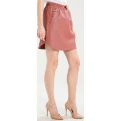 Ibana MESA Spódnica skórzana rose pink. Czerwone minispódniczki marki Ibana, z materiału. W wyprzedaży za 503,30 zł.