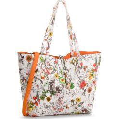 Torebka NOBO - NBAG-E2960-C003 Kwiatowy Nadruk Z Pomarańczowym. Białe torebki klasyczne damskie marki Nobo, z nadrukiem, ze skóry ekologicznej, duże, z nadrukiem. W wyprzedaży za 139,00 zł.