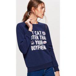 Bluza z nadrukiem - Granatowy. Niebieskie bluzy męskie rozpinane marki Cropp, l, z nadrukiem. Za 79,99 zł.