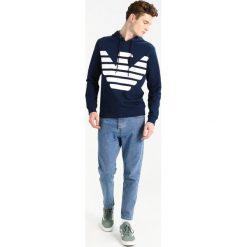 Emporio Armani Bluza z kapturem navy. Szare bluzy męskie rozpinane marki Emporio Armani, l, z bawełny, z kapturem. Za 629,00 zł.