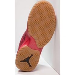 Jordan B. FLY Obuwie do koszykówki university red/black/gym red. Szare buty sportowe chłopięce marki Jordan, z materiału. W wyprzedaży za 341,10 zł.
