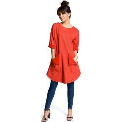 AUDREY Sukienka tunika z zaokrąglonym dołem i wykładanymi kieszeniami - czerwona. Zielone sukienki marki Mohito, l, z wykładanym kołnierzem. Za 169,90 zł.