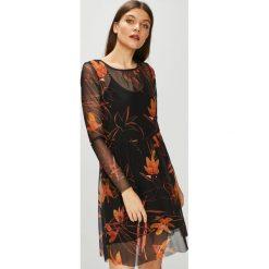 Vila - Sukienka Melera. Szare długie sukienki marki Vila, na co dzień, l, z bawełny, casualowe, z okrągłym kołnierzem, z długim rękawem, dopasowane. W wyprzedaży za 159,90 zł.