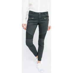 Review - Jeansy. Niebieskie jeansy damskie marki House, z jeansu. W wyprzedaży za 129,90 zł.
