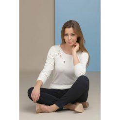 Swetry klasyczne damskie: Sweter z ażurową aplikacją