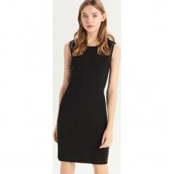 Dopasowana sukienka z dżetami - Czarny. Czarne sukienki z falbanami marki Sinsay, l, dopasowane. Za 49,99 zł.