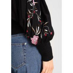 Vero Moda VMJOCE WIDE TOP Bluzka black. Czarne topy damskie Vero Moda, l, z materiału. W wyprzedaży za 161,10 zł.