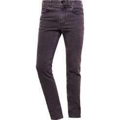 McQ Alexander McQueen STRUMMER Jeansy Slim Fit grey. Szare jeansy męskie relaxed fit McQ Alexander McQueen. Za 819,00 zł.
