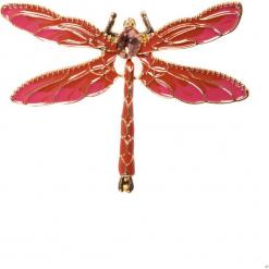 Różowa broszka ważka QUIOSQUE. Czerwone broszki damskie QUIOSQUE. W wyprzedaży za 29,99 zł.