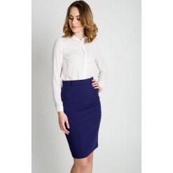 Granatowa ołówkowa spódnica  BIALCON. Białe minispódniczki marki BIALCON, w paski, z satyny, biznesowe, koszulowe. Za 165,00 zł.