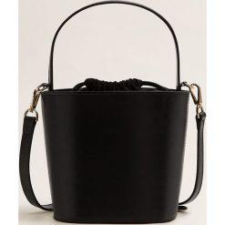 Mango - Torebka skórzana Ada. Czarne torebki klasyczne damskie Mango, w paski, z bawełny, średnie. Za 299,90 zł.