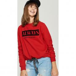 Bluza z nadrukiem - Czerwony. Czerwone bluzy rozpinane damskie Sinsay, l, z nadrukiem. Za 49,99 zł.
