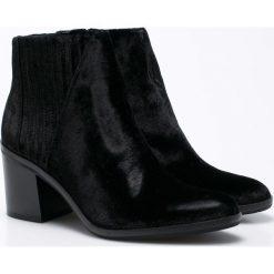 Calvin Klein Jeans - Botki Volise Velvet. Czarne buty zimowe damskie marki Calvin Klein Jeans, z jeansu, na obcasie. W wyprzedaży za 429,90 zł.