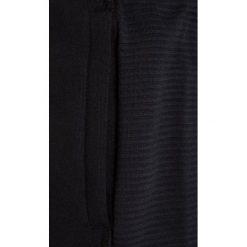 Under Armour THREADBORNE RIDGE Spodnie treningowe black. Czarne spodnie chłopięce marki Under Armour, z bawełny. W wyprzedaży za 148,85 zł.