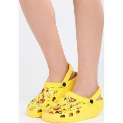 Żółte Klapki Angry Birds. Żółte crocsy damskie marki Born2be, z motywem zwierzęcym. Za 19,99 zł.