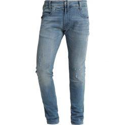 GStar DSTAQ 5PKT SKINNY Jeans Skinny Fit lt aged destroy. Niebieskie rurki męskie G-Star, z bawełny. Za 659,00 zł.