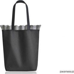 Skórzana torba z falbanką. Czarne torebki klasyczne damskie Pakamera, ze skóry. Za 255,00 zł.