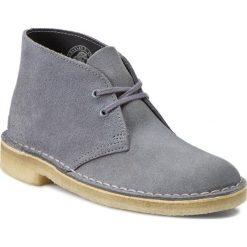 Botki CLARKS - Desert Boot 261173484 Blue/Grey. Szare botki damskie skórzane marki Clarks. W wyprzedaży za 299,00 zł.