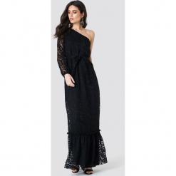 Trendyol Koronkowa sukienka na jedno ramię - Black. Szare długie sukienki marki Trendyol, na co dzień, z elastanu, casualowe, dopasowane. Za 202,95 zł.