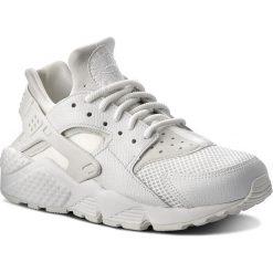 Buty NIKE - Air Huarache Run Se 859429 101 Summit White/Summit White. Białe buty sportowe damskie Nike, z materiału. W wyprzedaży za 399,00 zł.
