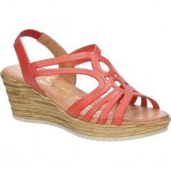Sandały skórzane na koturnie Oh My Sandals 3480. Pomarańczowe sandały damskie marki Oh My Sandals, na koturnie. Za 129,99 zł.