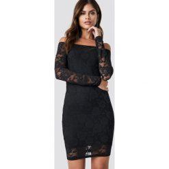 NA-KD Party Koronkowa sukienka z odkrytymi ramionami - Black. Niebieskie sukienki koronkowe marki Reserved, z odkrytymi ramionami. Za 141,95 zł.