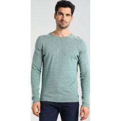Swetry klasyczne męskie: TOM TAILOR DENIM CREW ROLLED EDGES Sweter bleeched green