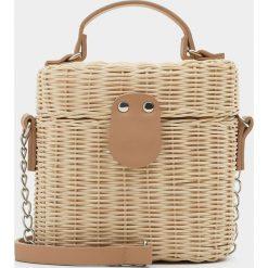 Torebki klasyczne damskie: Koszyk w kształcie kuferka na ramię