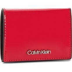 Mały Portfel Damski CALVIN KLEIN - Small Wallet P K60K604960 640. Czerwone portfele damskie Calvin Klein, ze skóry ekologicznej. Za 229,00 zł.