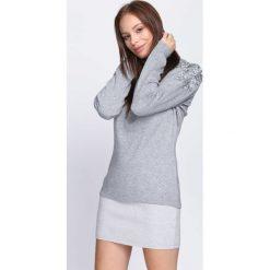 Jasnoszary Sweter Two Princes. Szare swetry klasyczne damskie Born2be, l, z koronki, z okrągłym kołnierzem. Za 64,99 zł.