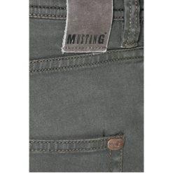 Mustang - Jeansy Vegas. Szare jeansy męskie slim Mustang, z bawełny. W wyprzedaży za 159,90 zł.