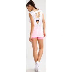 Nike Performance Koszulka sportowa white. Białe topy sportowe damskie marki Nike Performance, xl, z bawełny. W wyprzedaży za 125,30 zł.
