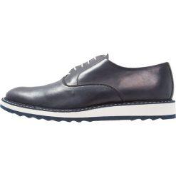 Florsheim RUMFORD  Sznurowane obuwie sportowe blue. Niebieskie buty skate męskie Florsheim, z materiału, na sznurówki. W wyprzedaży za 517,30 zł.
