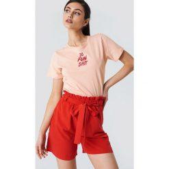 NA-KD T-shirt Do Fun Shit - Pink. Różowe t-shirty damskie NA-KD, z nadrukiem, z okrągłym kołnierzem. Za 72,95 zł.