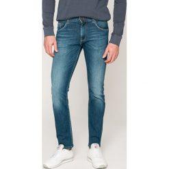 Tommy Hilfiger - Jeansy Bleecker. Niebieskie jeansy męskie relaxed fit TOMMY HILFIGER. W wyprzedaży za 379,90 zł.