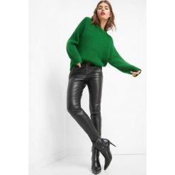 Dopasowane spodnie z ekoskóry. Brązowe rurki damskie marki Orsay, s, z dzianiny. Za 119,99 zł.