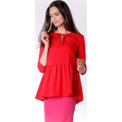 Zwiewna Czerwona Bluzka z Falbanką Wiązana przy Dekolcie. Czerwone bluzki longsleeves Molly.pl, l, biznesowe, z falbankami. W wyprzedaży za 139,41 zł.