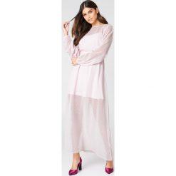 NA-KD Boho Szyfonowa sukienka maxi w kropki - Pink. Niebieskie długie sukienki marki NA-KD Boho, na imprezę, w koronkowe wzory, z koronki, boho, na ramiączkach. Za 80,95 zł.