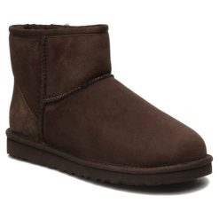 Skórzane botki w kolorze brązowym. Brązowe buty zimowe damskie Carla Samuel, na zimę. W wyprzedaży za 179,95 zł.