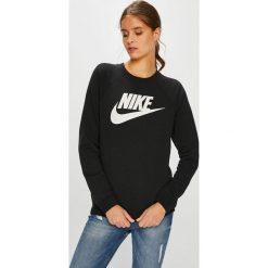 Nike Sportswear - Bluza. Różowe bluzy z nadrukiem damskie marki Nike Sportswear, l, z nylonu, z okrągłym kołnierzem. Za 239,90 zł.