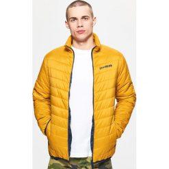 Pikowana kurtka z kontrastową podszewką - Brązowy. Brązowe kurtki męskie pikowane marki Cropp, l. Za 99,99 zł.