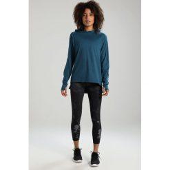 ASICS THERMOPOLIS HOODIE&SULPHUR  Koszulka sportowa blue steel heather. Niebieskie t-shirty damskie marki Asics, xs, z elastanu, z długim rękawem. W wyprzedaży za 199,20 zł.