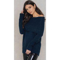 Rut&Circle Sweter Vera - Blue,Navy. Szare swetry oversize damskie marki Vila, l, z dzianiny, z okrągłym kołnierzem. W wyprzedaży za 80,98 zł.