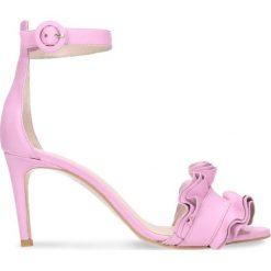 Sandały OLIVIA. Fioletowe sandały damskie Gino Rossi, w paski, ze skóry, na wysokim obcasie, na szpilce. Za 179,90 zł.