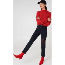 NA-KD Jeansy z haftem Snake - Black. Czarne jeansy damskie NA-KD, z haftami, z bawełny. W wyprzedaży za 110,48 zł.