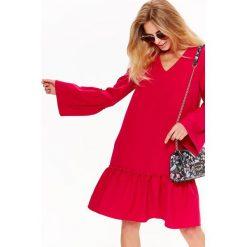 Sukienki balowe: SUKIENKA CZERWONA W MODNYM FASONIE OVERSIZE Z FALBANAMI