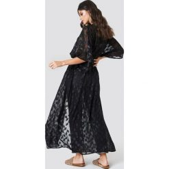 Płaszcze damskie pastelowe: NA-KD Boho Brokatowa sukienka płaszcz – Black